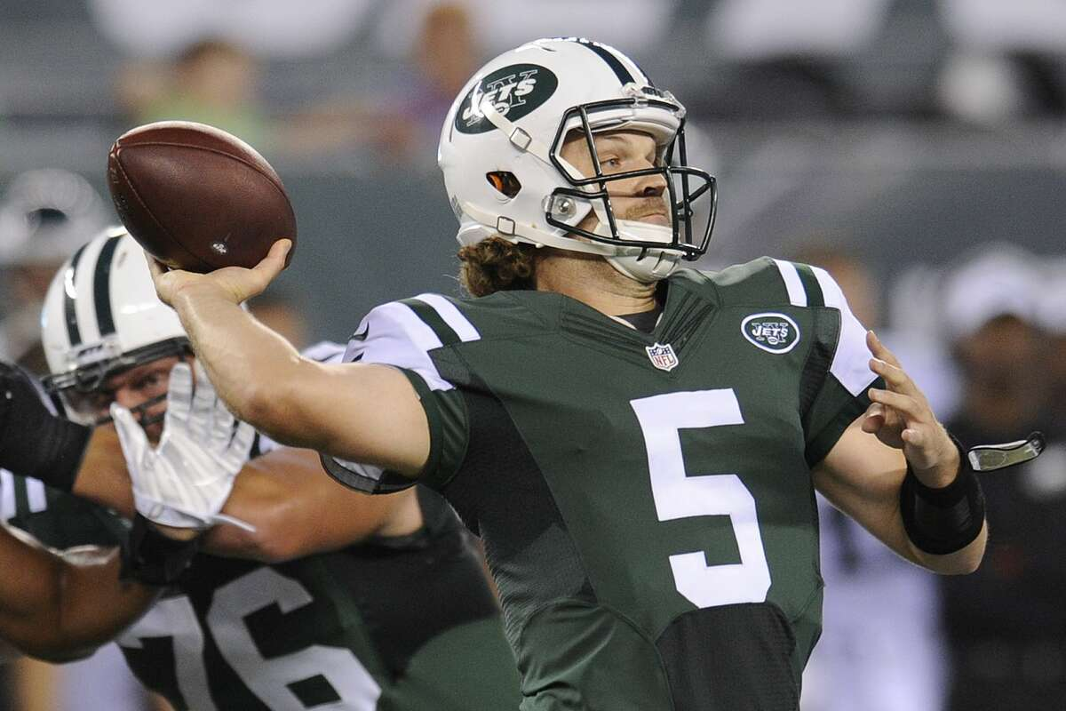 Jets quarterback Matt Flynn throws a pass during the first half of Thursday's preseason game against the Eagles.