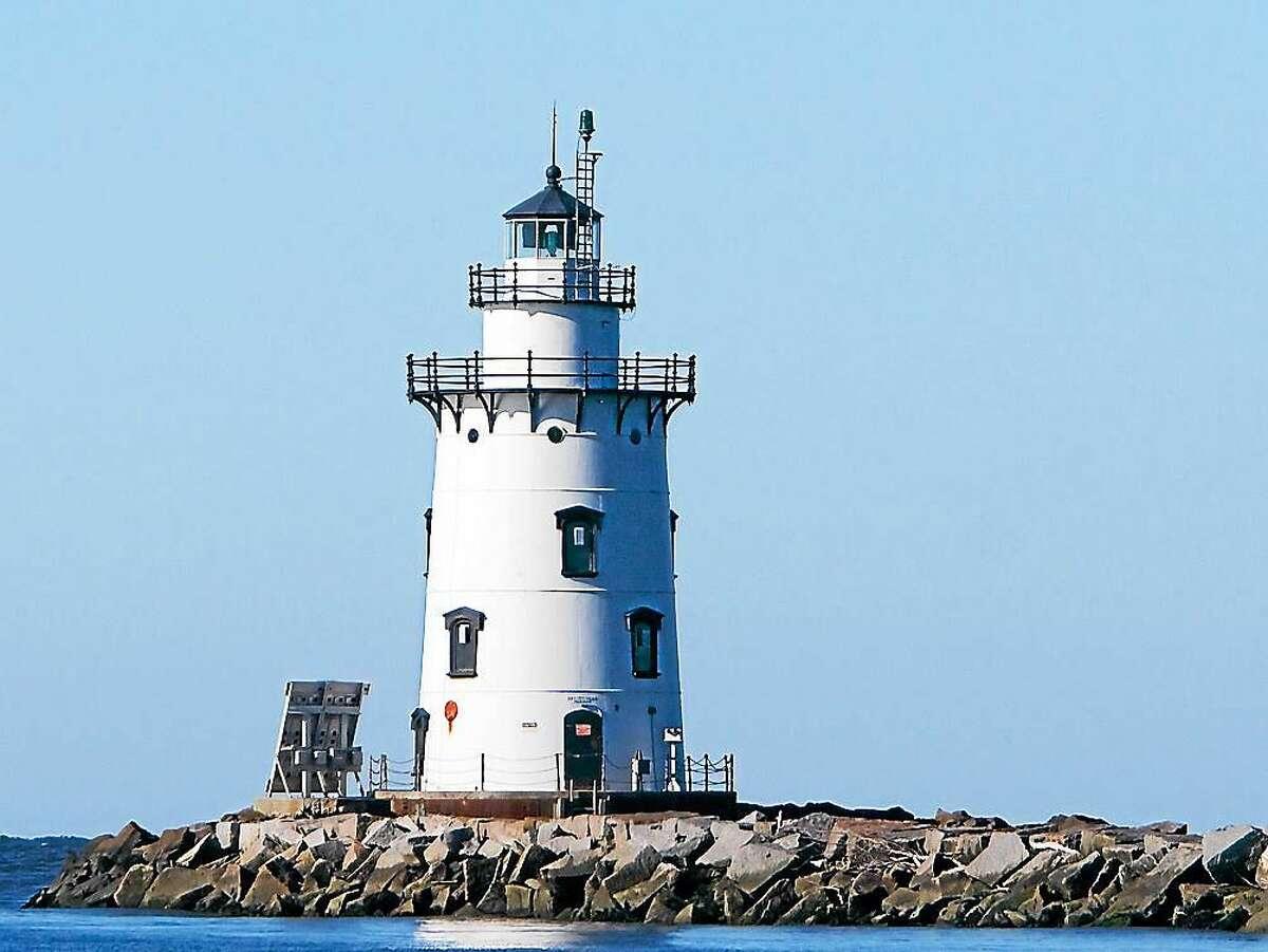 Screenshot of Saybrook Breakwater Light in Old Saybrook via wikipedia.com