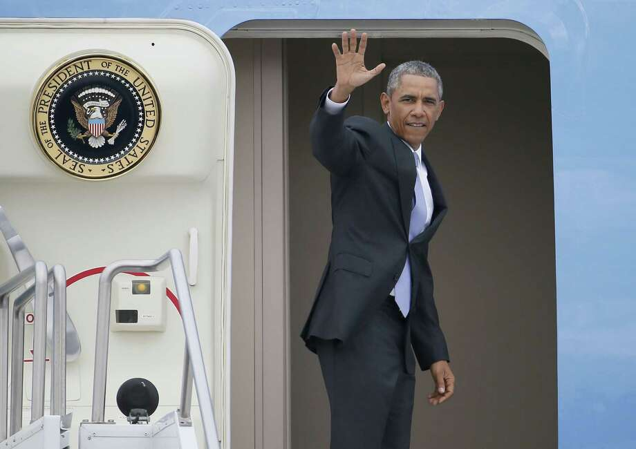 President Barack Obama waves a he boards Air Force One before leaving from Sky Harbor International Airport, Thursday, Jan. 8, 2015, en route to Washington after giving a housing speech at Central High School in Phoenix. Photo: (AP Photo/Matt York)  / AP