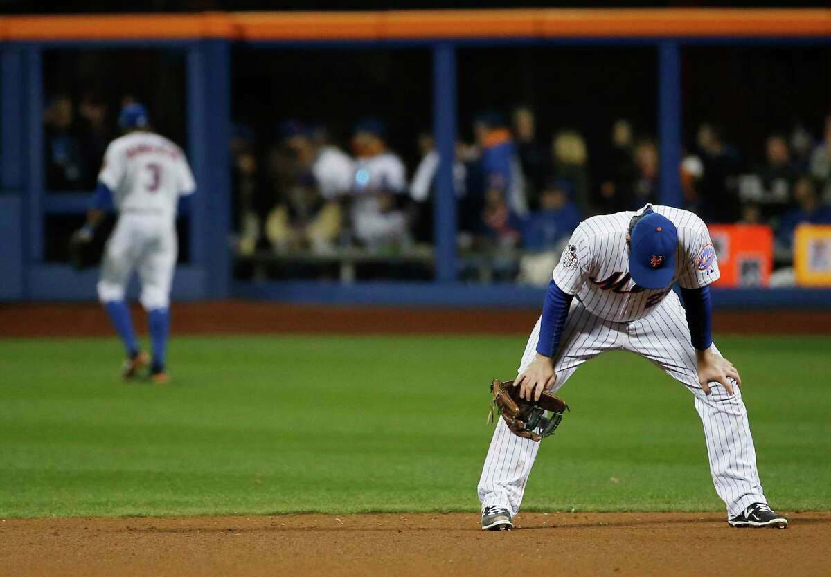 The Mets' Daniel Murphy reacts after missing a ball hit by the Royals' Mike Moustakas during the eighth inning of Game 4 of the World Series Saturday.