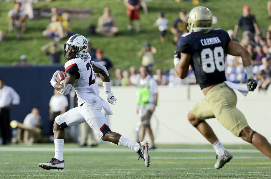 UConn cornerback Jamar Summers, left, looks back he returns a fumble for a touchdown on Saturday. Photo: Patrick Semansky — The Associated Press  / Copyright 2016 The Associated Press. All rights reserved.