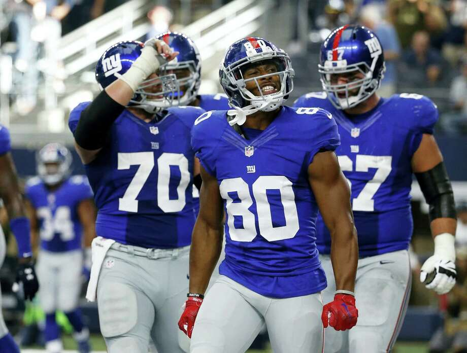 Victor Cruz (80) celebrates after scoring the go-ahead touchdown against the Cowboys on Sunday. Photo: Michael Ainsworth — The Associated Press  / FR171389 AP