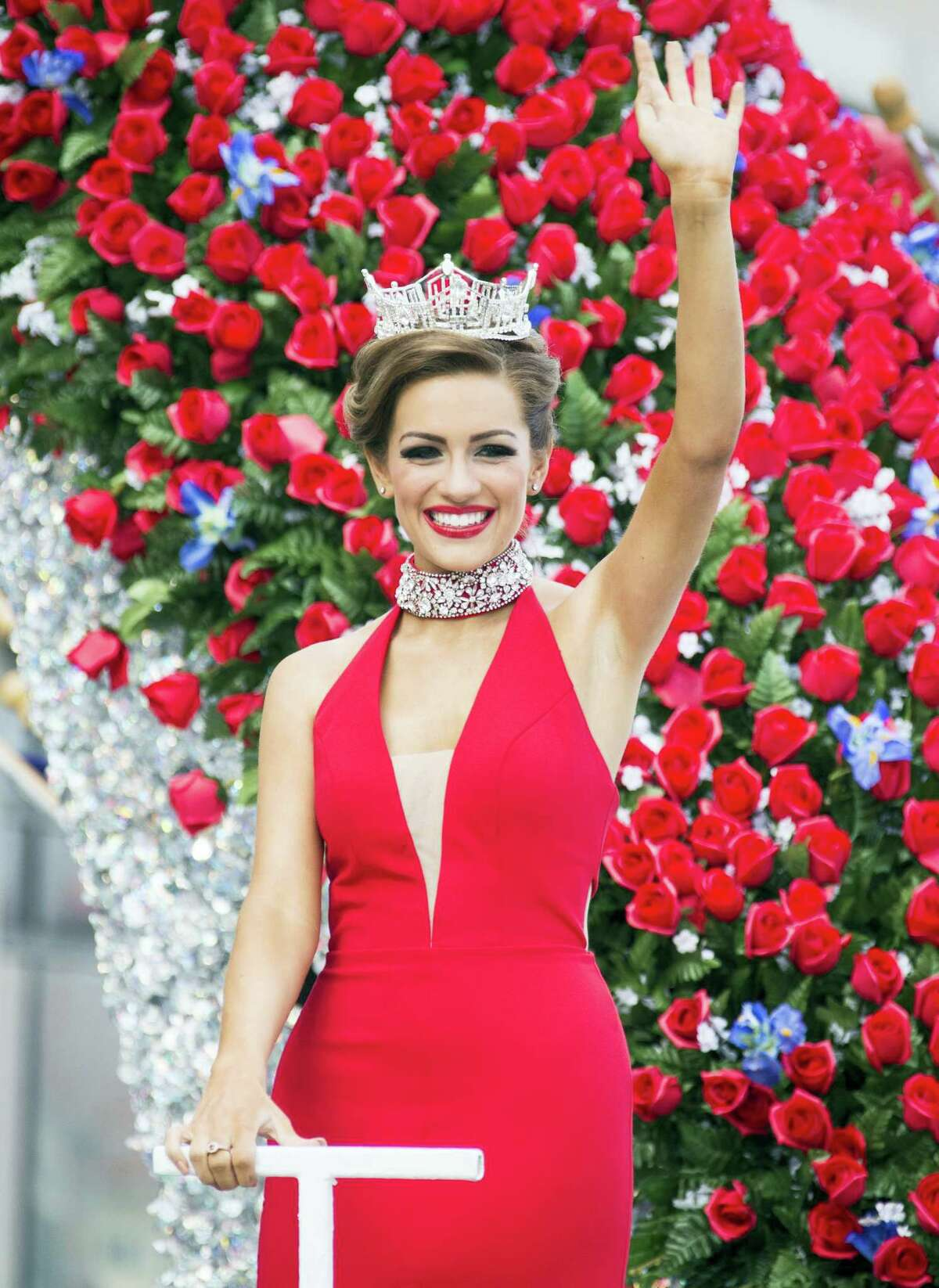 """Miss America 2016 Betty Cantrell waves to the crowd during the 2017 Miss America pageant """"Show Us Your Shoes"""" parade on Sept. 10, 2016 in Atlantic City."""