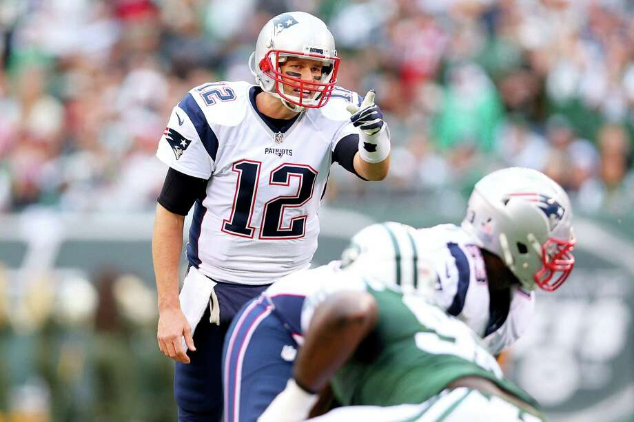 Quarterback Tom Brady and the New England Patriots can clinch the No. 1 seed in the AFC. Photo: Brad Penner — The Associated Press  / FR171375 AP