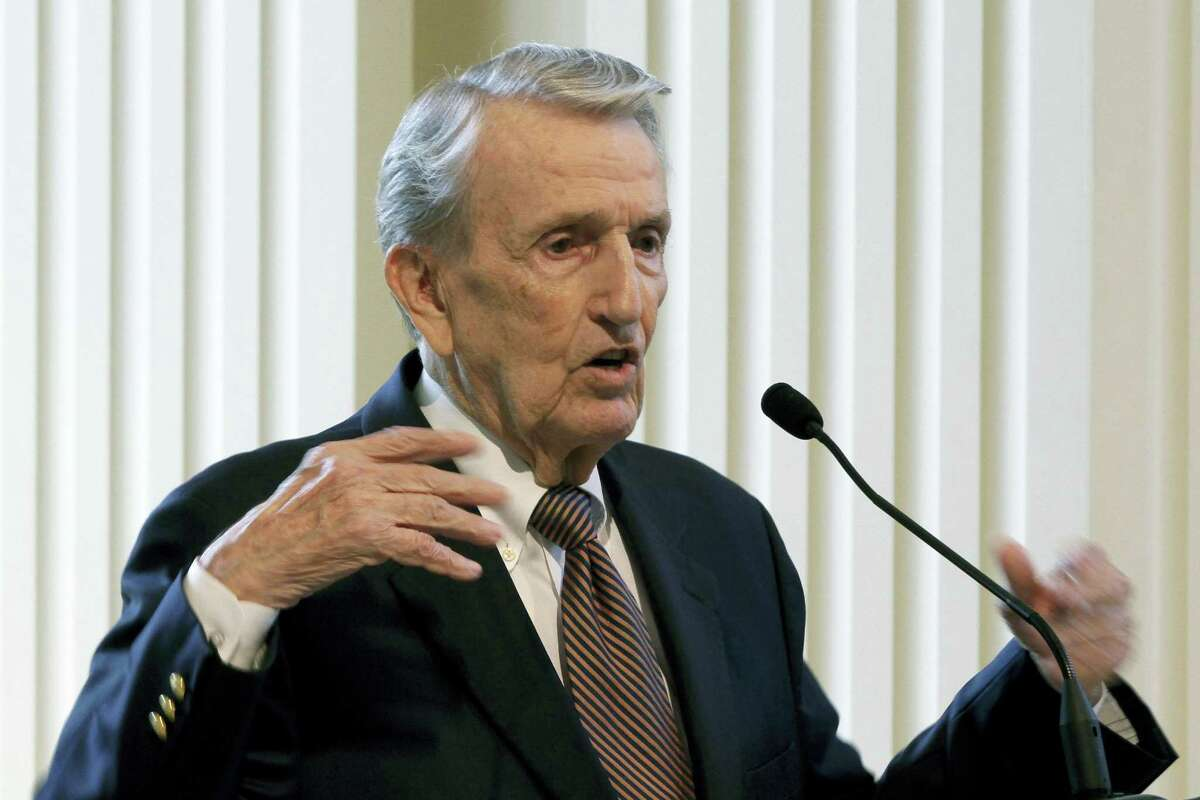 In this photo taken Sept. 18, 2013, Former Arkansas Sen. Dale Bumpers speaks in Little Rock, Ark. Bumpers, a former Arkansas governor and U.S. senator who drew national attention for his defense of Bill Clinton during the president's impeachment trial, has died at the age of 90.
