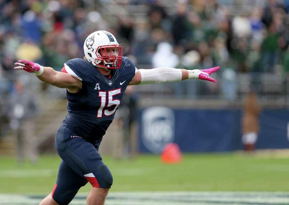 UConn linebacker Luke Carrezola. Photo: Mary Schwalm — The Associated Press  / FR158029 AP