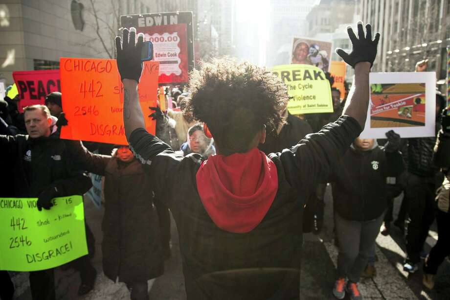 Community activist, 16-year-old Lamon Reccord, center, protests against gun violence in Chicago on Dec. 31. Photo: Chicago Sun-Times Via AP  / Chicago Sun-Times
