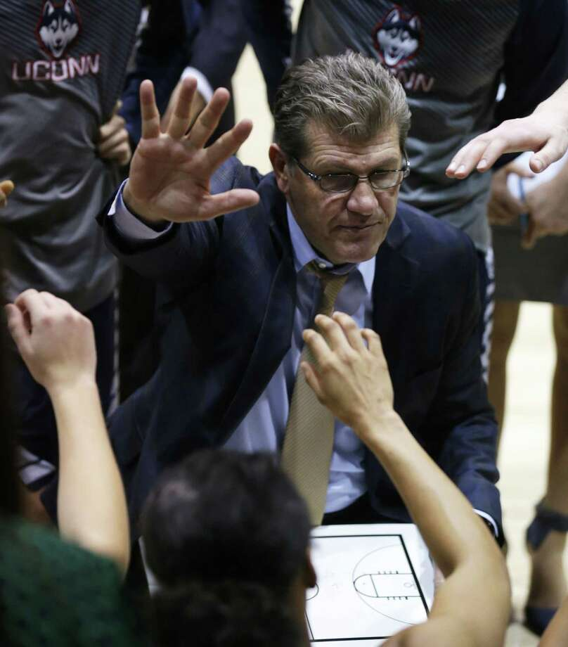 UConn head coach Geno Auriemma talks to his team during a timeout against Tulane on Monday in New Orleans. Photo: Bill Haber — The Associated Press  / FR170136 AP