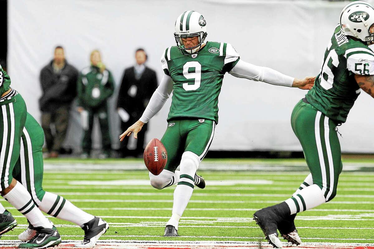 The New York Jets have re-signed former punter Steve Weatherford.
