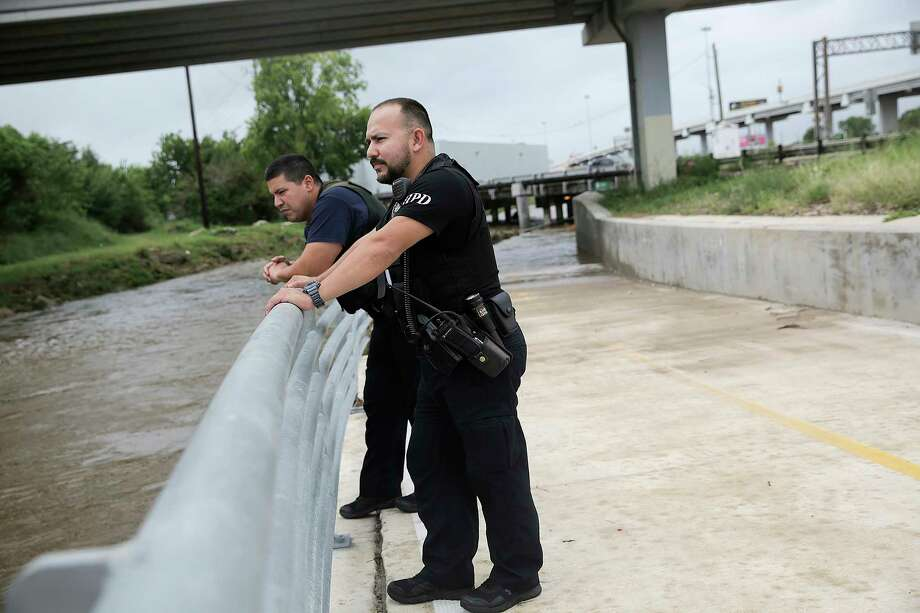 Houston Police Sergio Avila, right, and Joseph Cruz check on the water level near the Sam Houston Freeway  on  Saturday, Aug. 26, 2017. Photo: Elizabeth Conley, Houston Chronicle / © 2017 Houston Chronicle