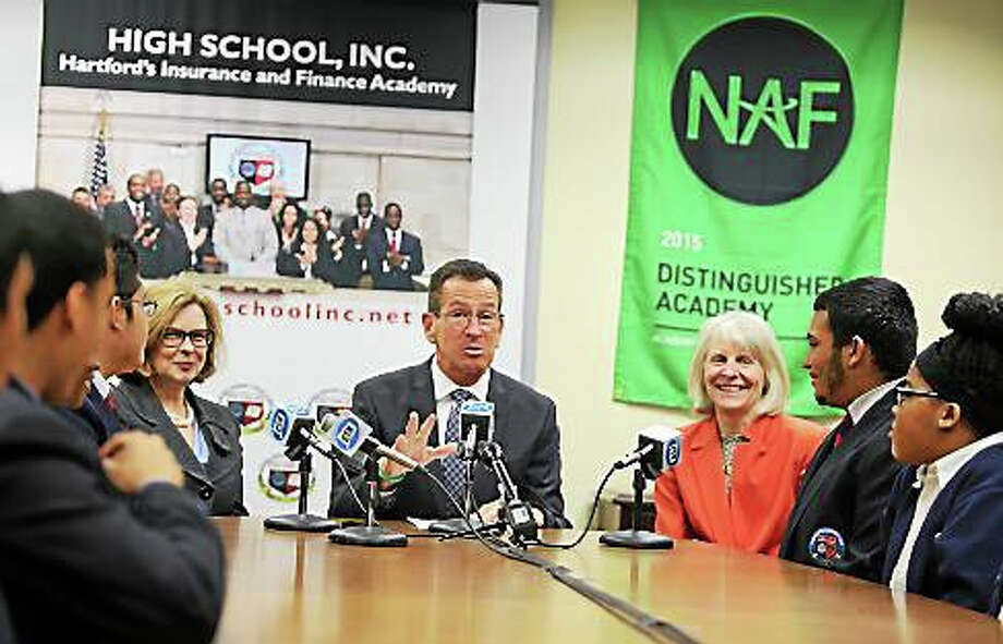 Gov. Dannel P. Malloy and DECD Commissioner Catherine Smith talk with High School Inc. students. Photo: Christine Stuart — Ctnewsjunkie.com