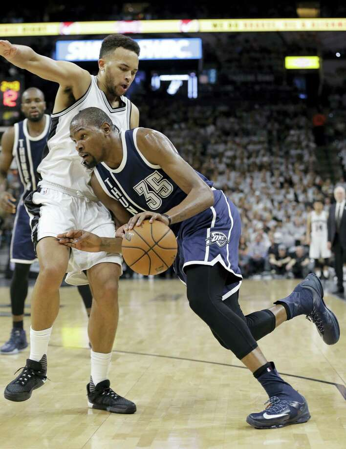 Oklahoma City Thunder forward Kevin Durant (35) drives around San Antonio Spurs forward Kyle Anderson (1) during the first half in Game 1 of a second-round NBA basketball playoff series on April 30, 2016 in San Antonio. Photo: AP Photo/Eric Gay  / AP