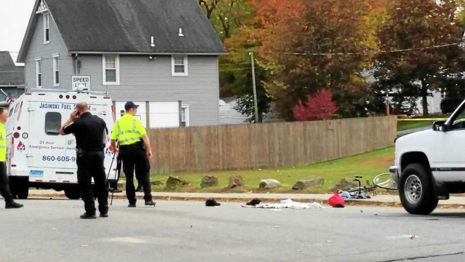 Police investigate a fatal accident at the intersection of East Albert Street and Oak Avenue in Torrington on Thursday afternoon. Photo: Manon L. Mirabelli — The Register Citizen