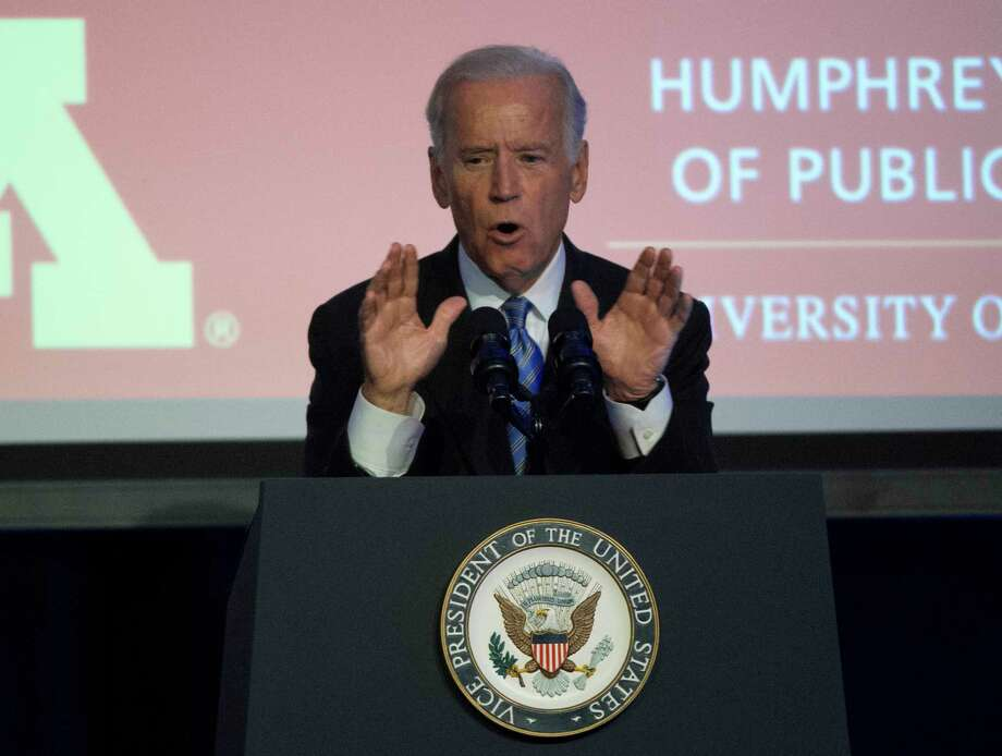 Vice President Joe Biden takes part in a tribute to former Vice President Walter Mondale in Washington, Tuesday, Oct. 20, 2015. Photo: AP Photo/Molly Riley  / FR170882 AP