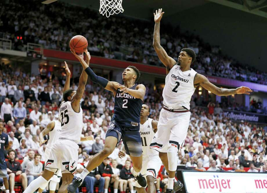 UConn's Jalen Adams, center, scored a career-high 19 points in Saturday's loss to Cincinnati. Photo: Gary Landers — The Associated Press  / FR171284 AP