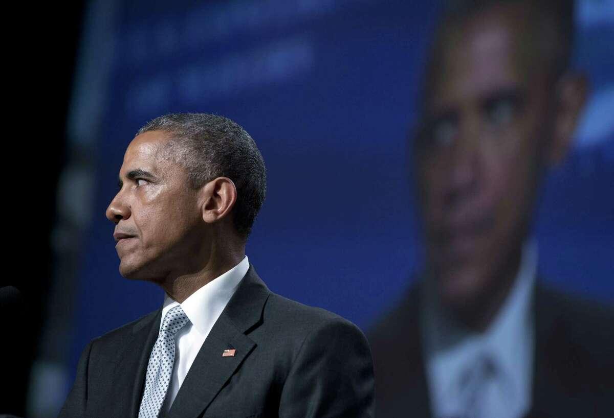 El presidente Barack Obama hace una pausa mientras habla sobre la violencia con armas durante una reuniÛn anual de alcaldes de Estados Unidos, el viernes 19 de junio de 2015 en San Francisco. (Foto AP/Carolyn Kaster)