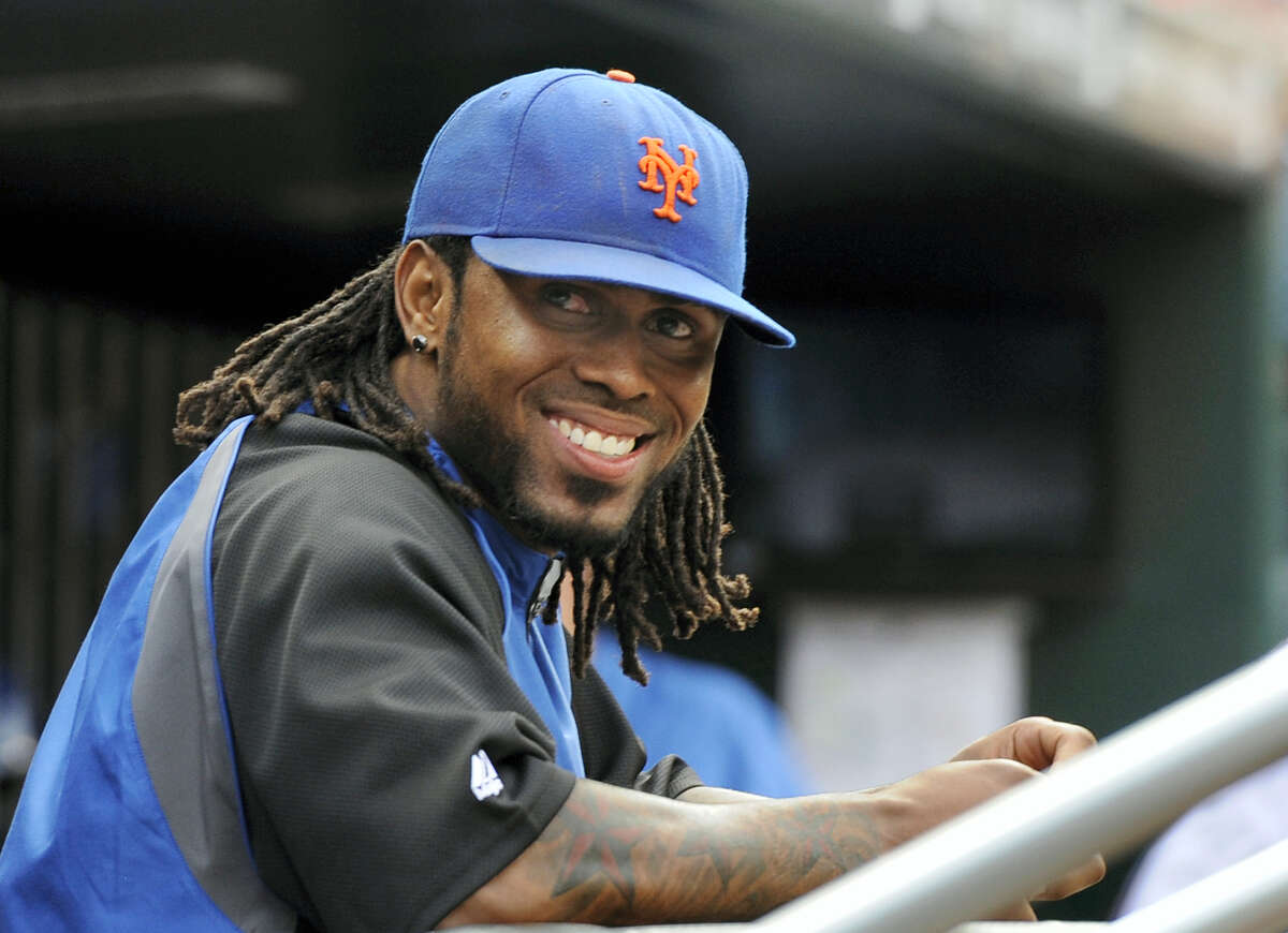 The Mets signed Jose Reyes to a minor league contract on Saturday.