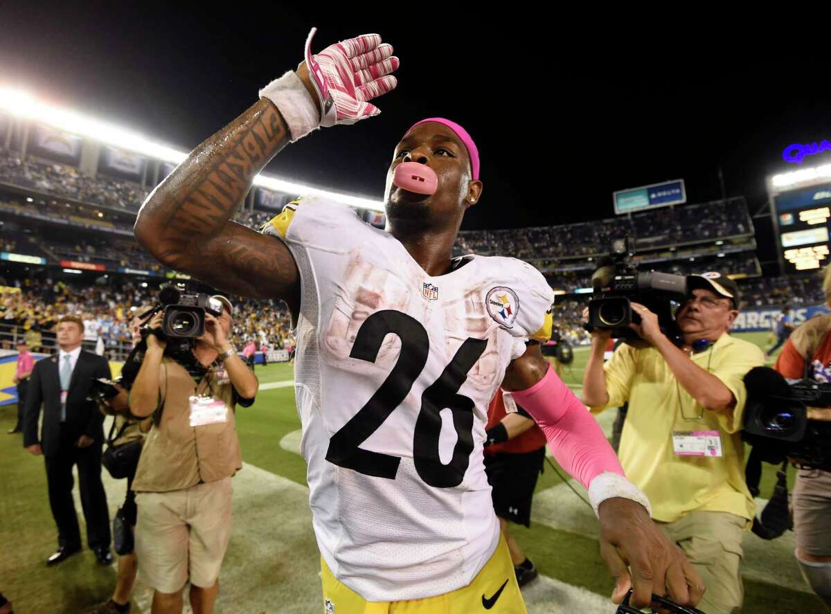 Pittsburgh Steelers running back Le'Veon Bell celebrates after a 24-20 win over the Chargers on Monday night in San Diego.
