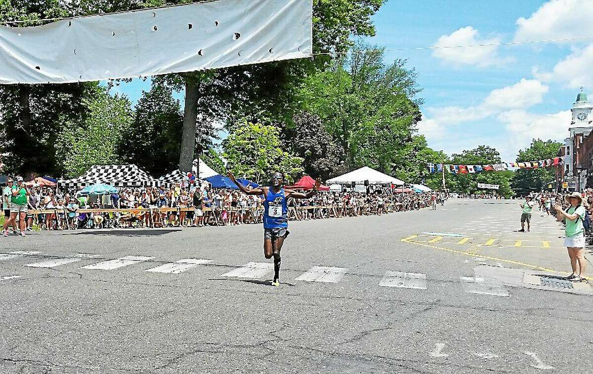 Eliud Ngetich, 21, of Brooklyn, New York, came in first place with a time of 33:49, besting his 2014 score of 34:40 at the same race.