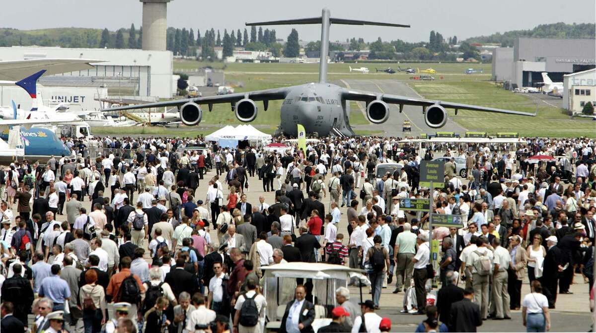 This June 17, 2009 photo shows a U.S. Air Force Boeing-made Globe Master III in background as visitors crowd the tarmac, at Le Bourget, north of Paris, during the 48th Paris Air Show.