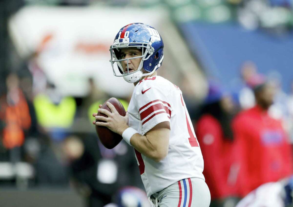 Giants quarterback Eli Manning warms up before Sunday's game against the Rams.