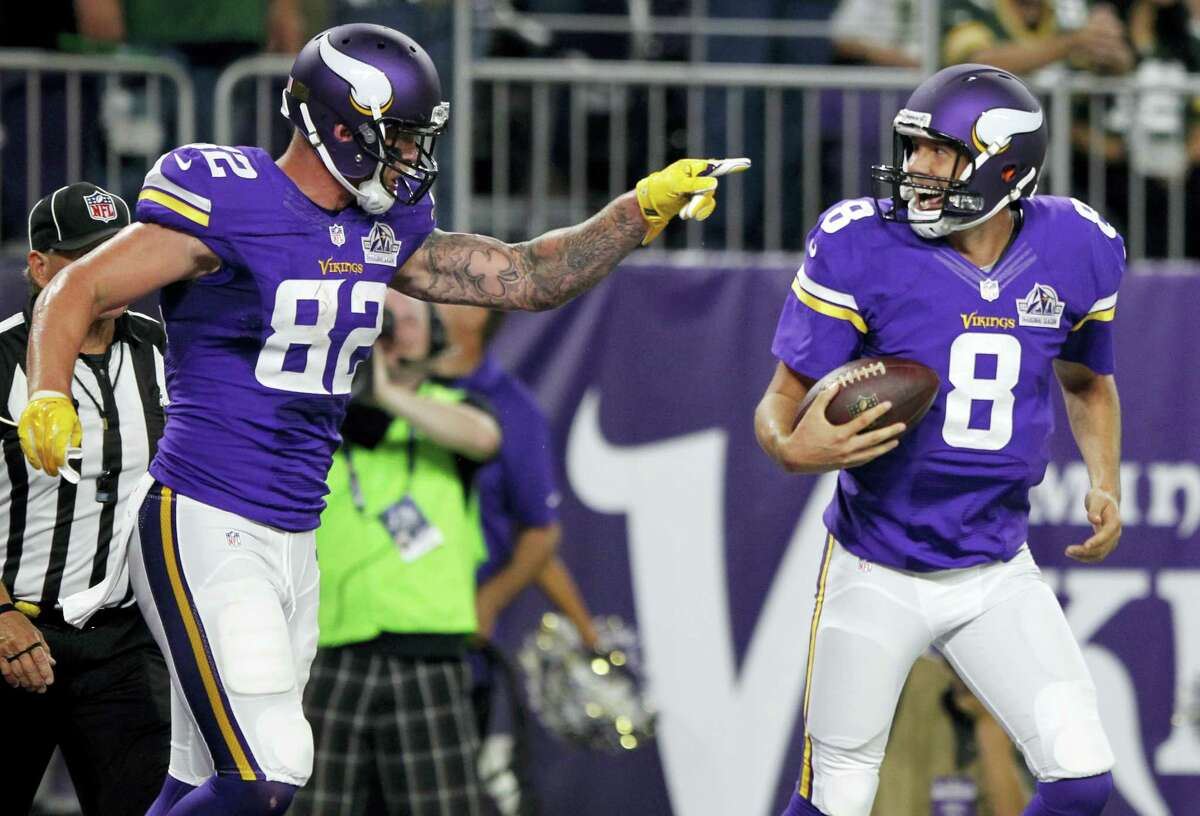 The Register's Dan Nowak is banking on the favorites in Week 7, and that includes the unbeaten Vikings.