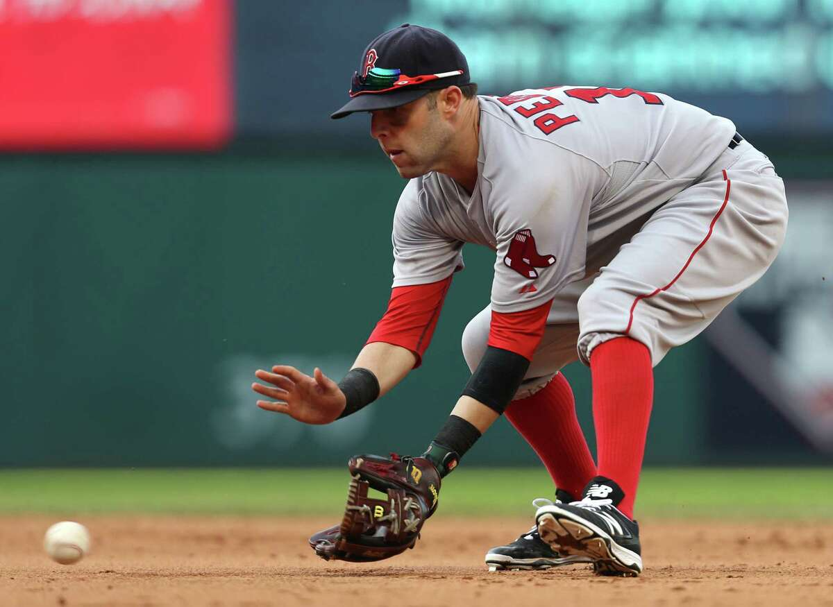 Dustin Pedroia fields a ball during the eighth inning on Sunday.