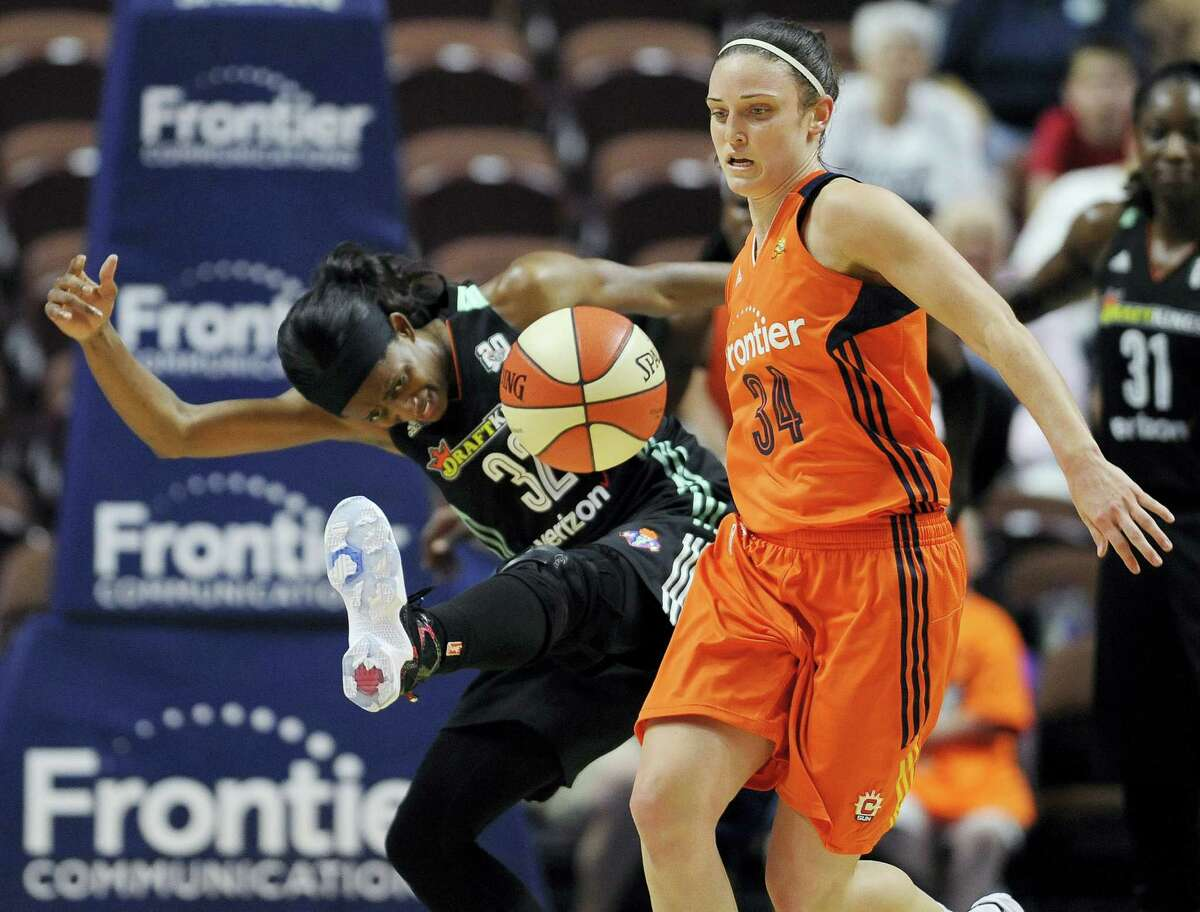 The Liberty's Swin Cash, left, and the Sun's Kelly Faris chase the ball during the second half on Thursday.