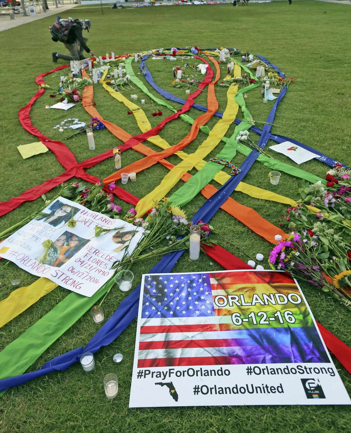 Phillips Center for the victims of the mass shooting Sunday at the Pulse Nightclub, in Orlando.