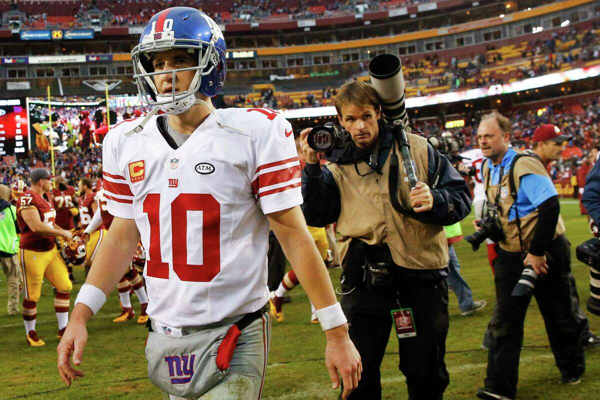 Giants quarterback Eli Manning leaves the field after losing to Washington on Sunday.