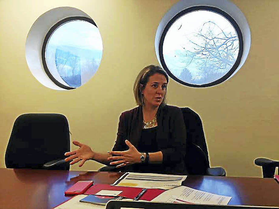 Jennifer Alexander, CEO of ConnCAN, speaks with the New Haven Register's editorial board. Photo: (Brian Zahn - New Haven Register)