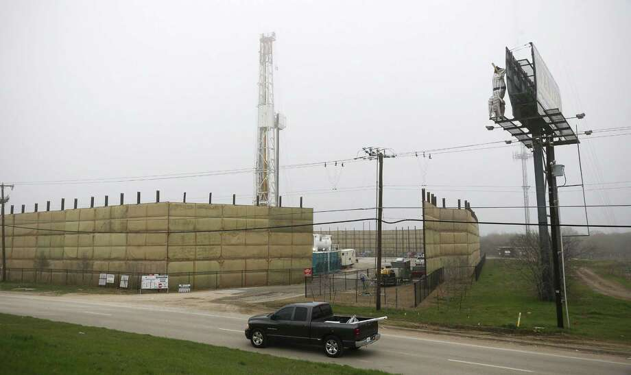 In this photo taken on Thursday, March 19, 2015, a truck passes by the one remaining Barnett Shale drilling rig along Loop 820 in east in Fort Worth, Texas. In October 2008, there were about 200 drilling rigs searching primarily for natural gas in the Barnett Shale. But by two weeks ago, there was only one rig reportedly working in the Barnett.  (AP Photo/The Fort Worth Star-Telegram, Rodger Mallison)  MAGS OUT; (FORT WORTH WEEKLY, 360 WEST); INTERNET OUT Photo: AP / The Fort Worth Star-Telegram