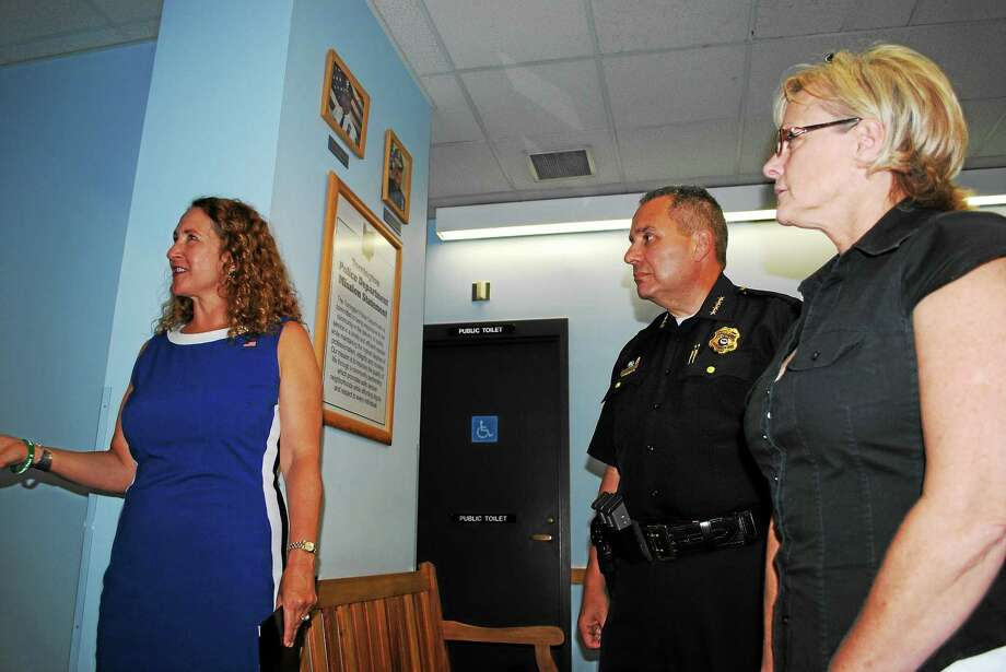 AMANDA WEBSTER — REGISTER CITIZEN FILE PHOTO U.S. Rep. Elizabeth Esty, Police Chief Michael Maniago and Mayor Elinor Carbone spoke about police body cameras in a meeting this summer. Maniago is now aiming to secure grant funds. Photo: Journal Register Co.
