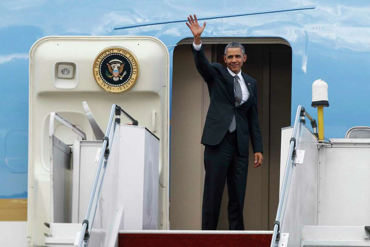 U.S. President Barack Obama waves as he boards the Air Force One at the Subang Airbase in Kuala Lumpur, Malaysia on Nov. 22, 2015.