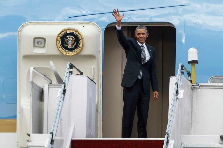 U.S. President Barack Obama waves as he boards the Air Force One at the Subang Airbase in Kuala Lumpur, Malaysia on Nov. 22, 2015. Photo: AP Photo/Joshua Paul  / AP