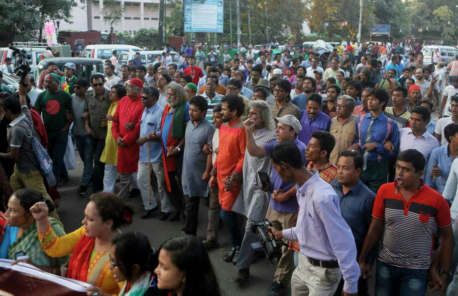 Bangladeshi activists who have been campaigning for capital punishment for war criminals march in a rally, as they celebrate the execution of two opposition leaders in Dhaka, Bangladesh on Nov. 22, 2015. Bangladesh executed two opposition leaders Sunday for war crimes during the country's 1971 independence war, despite concerns that the legal proceedings against them were flawed and threats of violence by their supporters. Photo: AP Photo  / AP