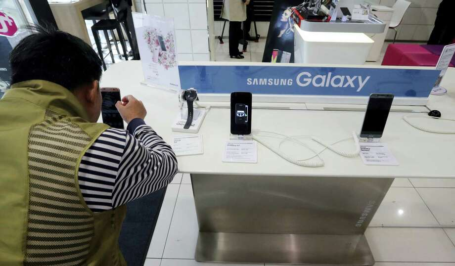 A visitor tries the Samsung Electronics' S7 edge smartphone at a shop of South Korean mobile carrier in Seoul, South Korea on Oct. 13, 2016. Samsung Electronics says it has expanded its recall of Galaxy Note 7 smartphones in the U.S. to include all replacement devices the company offered as a presumed safe alternative after the original Note 7s were found prone to catch fire. Photo: AP Photo/Lee Jin-man  / Copyright 2016 The Associated Press. All rights reserved.