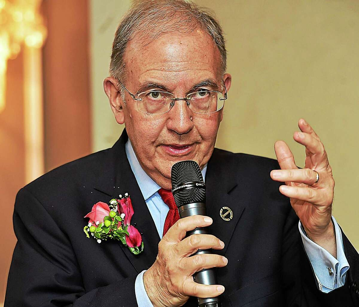Senate President Martin M. Looney speaks at Anthony's Ocean View in New Haven on Oct. 15, 2015.