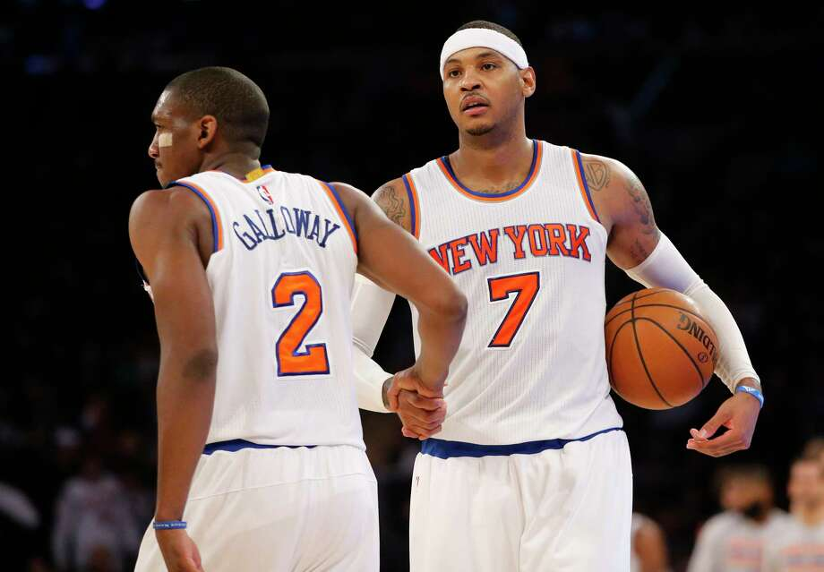 Knicks guard Langston Galloway, left, congratulates forward Carmelo Anthony after the Knicks beat the Pelicans on Sunday. Photo: Kathy Willens — The Associated Press  / AP
