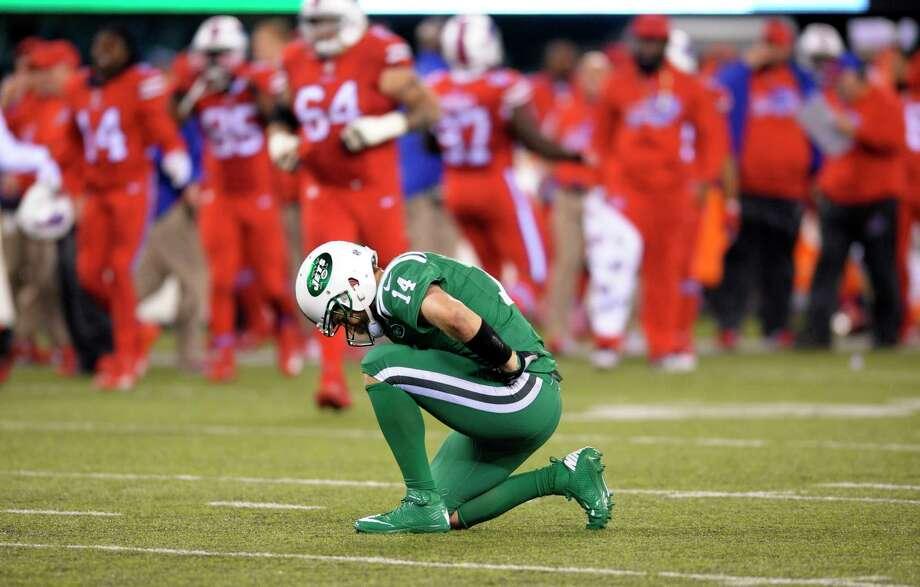 New York Jets quarterback Ryan Fitzpatrick had thumb surgery on Friday. Photo: Bill Kostroun — The Associated Press  / FR51951 AP