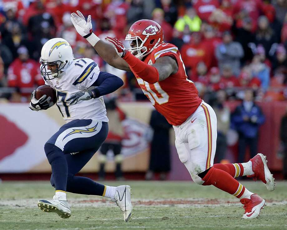 The Kansas City Chiefs and All-Pro linebacker Justin Houston have agreed to a six-year, $101 million contract that includes $52.5 million in guarantees. Photo: Charlie Riedel — The Associated Press File Photo  / AP