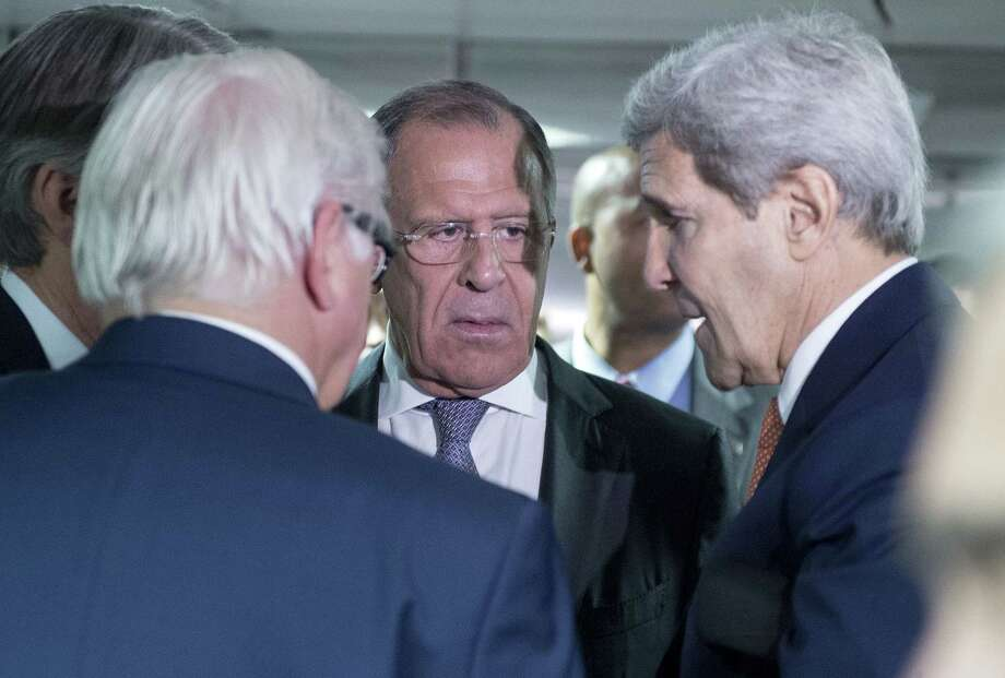 German Minister for Foreign Affairs Frank-Walter Steinmeier, left, Russian Foreign Minister Sergey Lavrov, center, and US Secretary of State John Kerry talk prior to the last plenary session at the United Nations building in Vienna, Austria on July 14, 2015. Photo: Joe Klamar/Pool Photo Via AP  / POOL AFP