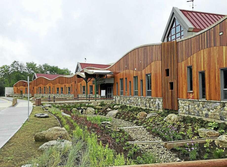 The new Sandy Hook Elementary School Photo: Esteban Hernandez — New Haven Register