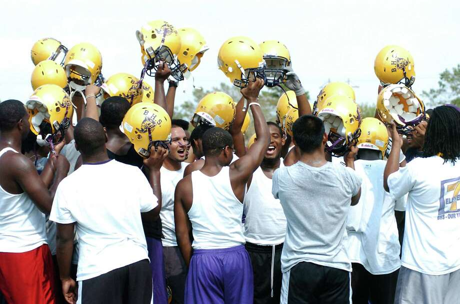 Spirits were high as Galveston Ball players prepared to resume practice at La Marque High School in the wake of Hurricane Ike. Photo: Kirk Sides, Freelance / Freelance