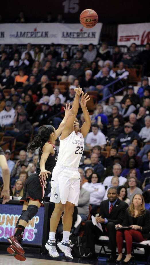 UConn's Kaleena Mosqueda-Lewis shoots over Cincinnati's Ana Owens (3) during the Huskies' 93-34 win in the quarterfinals of the AAC tournament Saturday in Uncasville. Photo: Fred Beckham — The Associated Press  / FR153656 AP