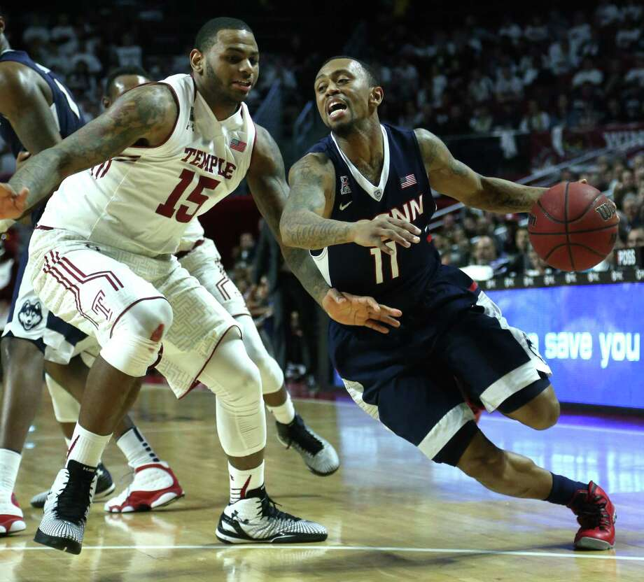 Ryan Boatright and the Huskies fell to Devin Coleman and Temple on Saturday afternoon in Philadelphia. Photo: Laurence Kesterson — The Associated Press  / FR170723 AP