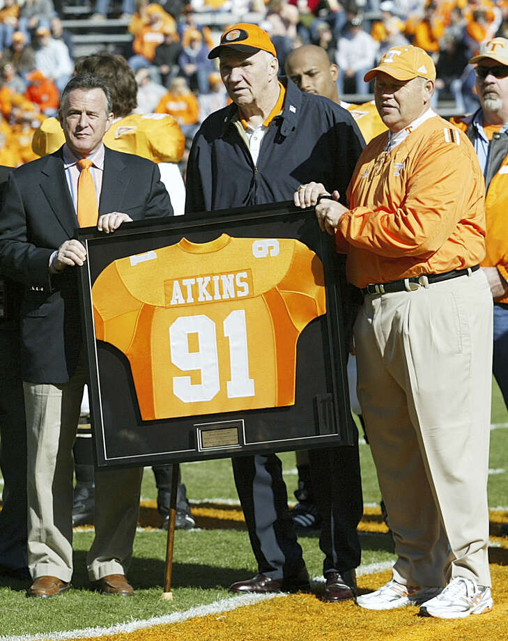 In this Nov. 19, 2005 file photo, Tennessee coach Phillip Fulmer, right, and university president John Petersen, left, assist Doug Atkins with a framed jersey as his No. 91 was retired before Tennessee's game against Vanderbilt. Photo: Wade Payne — The Associated Press File Photo  / AP