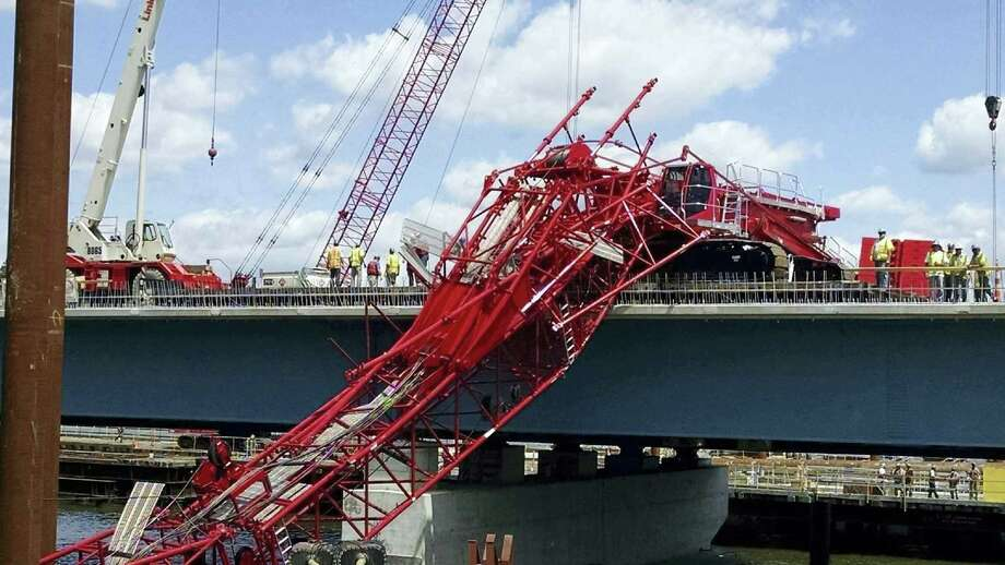 A giant crane sits on the Tappan Zee Bridge north of New York City after toppling around noon Tuesday during construction of a new bridge, across the Hudson River between Westchester and Rockland counties. Photo: David Leibstein Via AP / David Leibstein