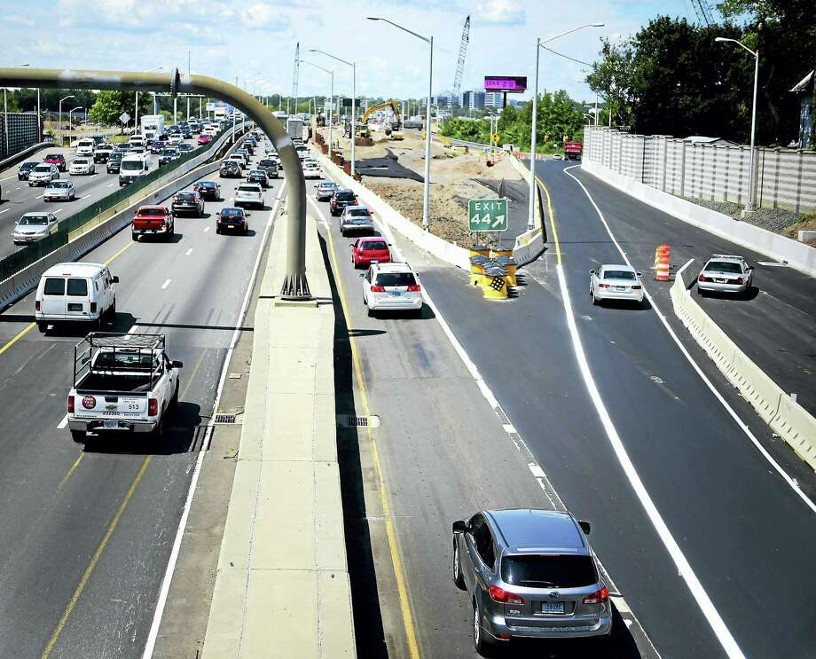 Moving traffic on Interstate 95 Photo: Peter Hvizdak — New Haven Register File Photo  / ©2016 Peter Hvizdak