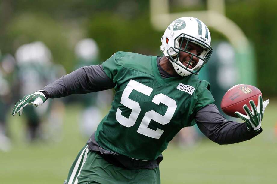FILE - This June 9, 2015 file photo shows New York Jets inside linebacker David Harris making a catch during a mandatory minicamp at the NFL football team's facility in Florham Park, N.J. Never a self-promoter, Jets middle linebacker David Harris shuns spotlight while acting as 'glue' of defense. (AP Photo/Julio Cortez, file) Photo: AP / AP